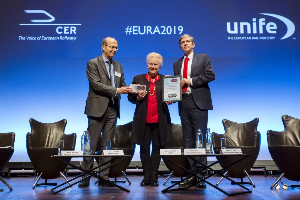 Catherine Trautmann receives the European Railway Award 2019